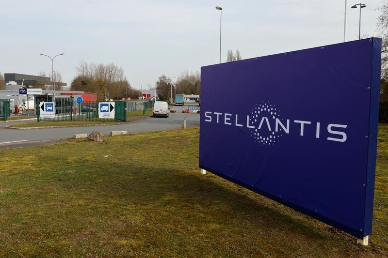 Italy, France did not discuss Rome buying Stellantis stake